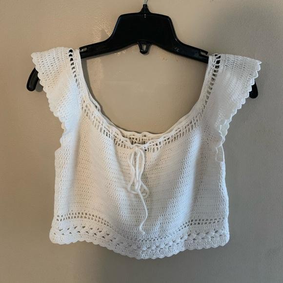 🛍 H&M Crochet Crop Top